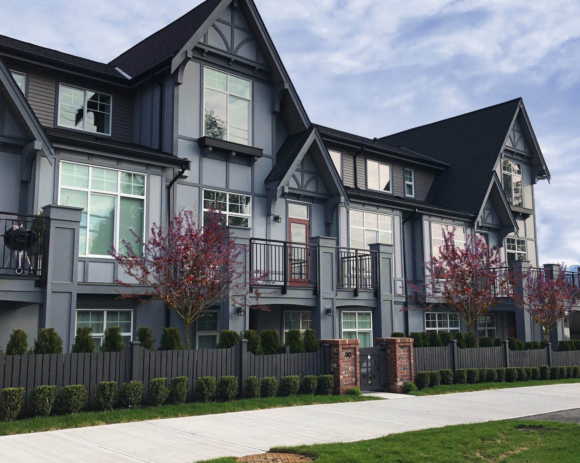 21 Victoria-Drive-Townhomes_EKISTICS-with-tree